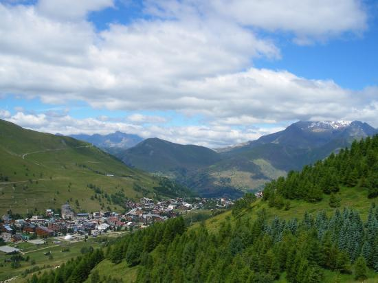 le village vue de la montagne