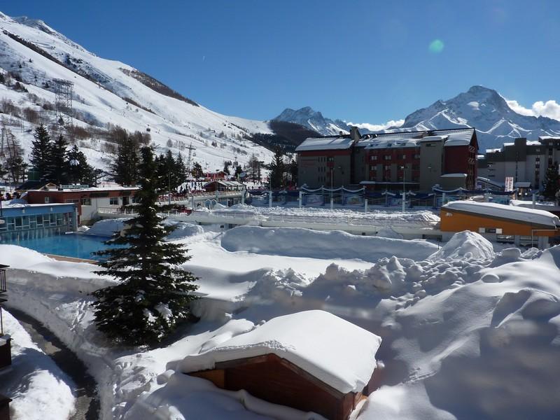 Résidence Vallée Blanche. Centre station : VRAI front de neige. Au pied des activités après-ski et estivales. Balcon sud. Equipé pour 5 pers. GARAGE FERME